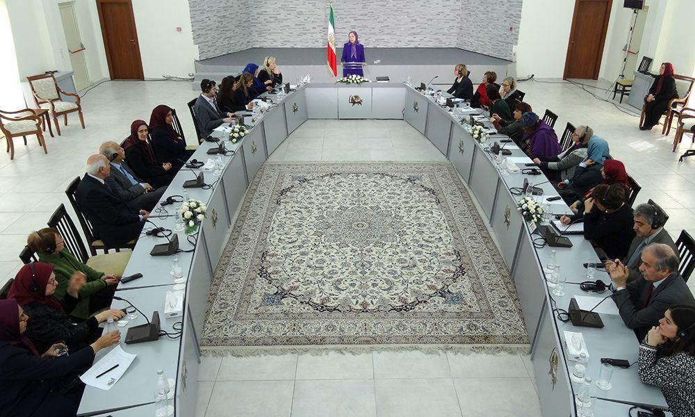 النضال ضد الاستبداد الديني الحاكم في ايران واجب نضالي لكل النساء