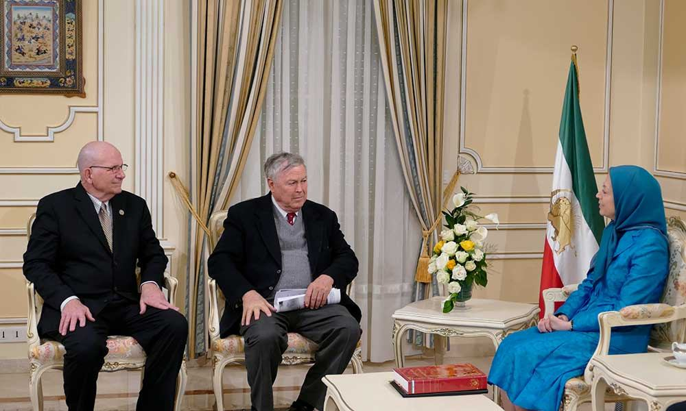 نائبان من مجلس النواب الأمريكي يلتقيان بالسيدة مريم رجوي