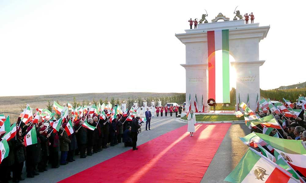 مريم رجوي: لا للشاه ولا للملالي- تحيا الثورة الديمقراطية للشعب الإيراني