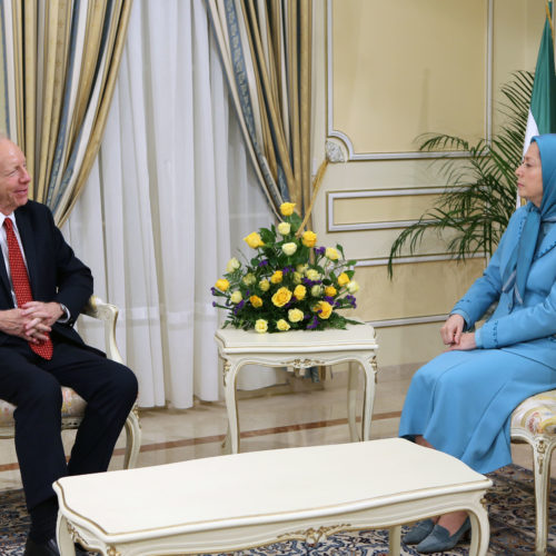 Maryam Rajavi meets and holds talks with Senator Joseph Lieberman, December 8, 2015