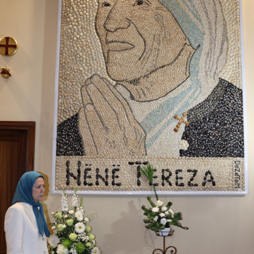Maryam Rajavi beside the Portrait of Mother Theresa at Saint Paul Cathedral