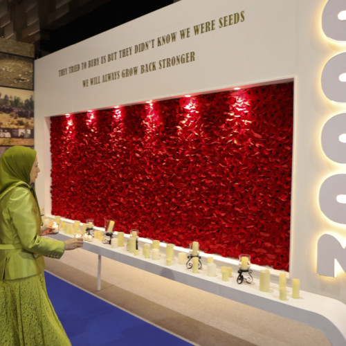 In her New Year's eve visit to the exhibition, Maryam Rajavi pays tribute to the 30,000 martyrs of the 1988 massacre in Iran in front of their monument