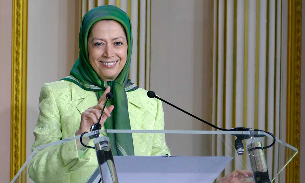 Maryam Radjavi avec des élus et des amis français de la Résistance iranienne
