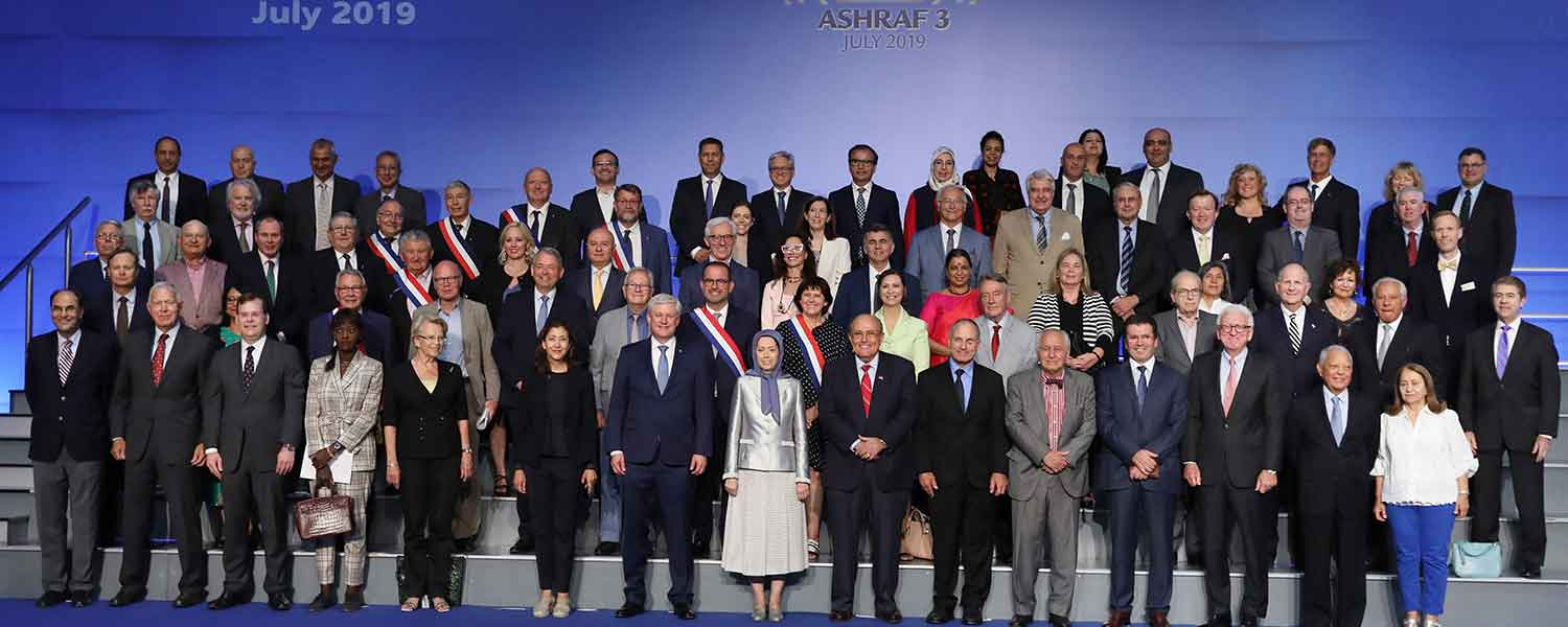 Maryam-Rajavi-at-the-exhibition-of-the-Iranian-peoples-120-years-of-struggle-for-freedom
