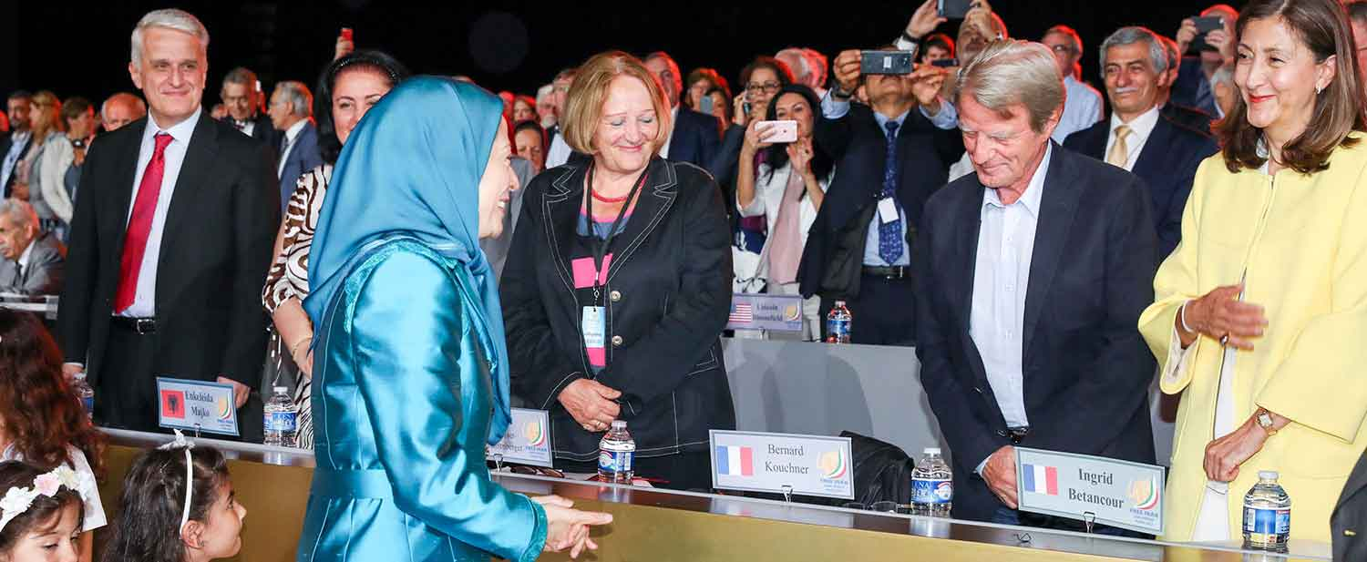 Maryam-Rajavi-welcomes-personalities-and-supporters-of-the-Iranian-Resistance---Villepinte-Paris-July-1-2017-1