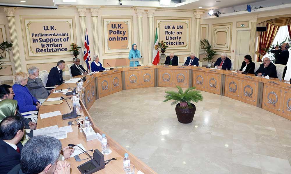 Maryam Radjavi rencontre le Comité parlementaire britannique à Paris