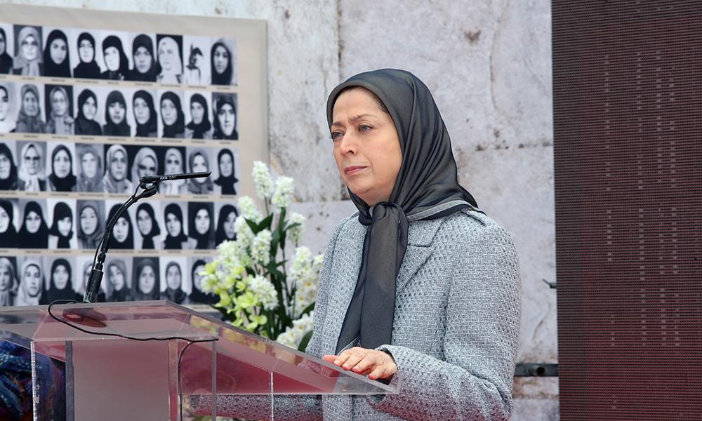 Maryam Radjavi visite une exposition sur 150 ans de lutte des femmes iraniennes pour la liberté et l'égalité