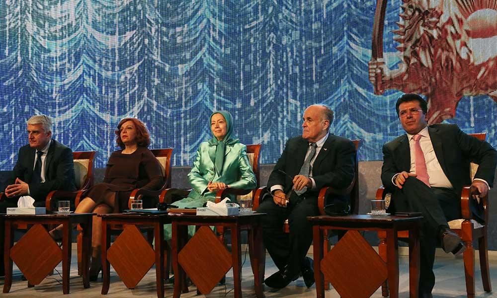Maryam Radjavi dans le rassemblement du Nouvel An iranien