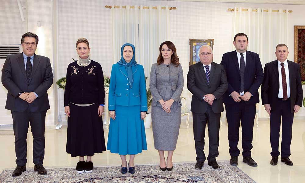 Une délégation parlementaire albanaise rencontre avec Maryam Radjavi