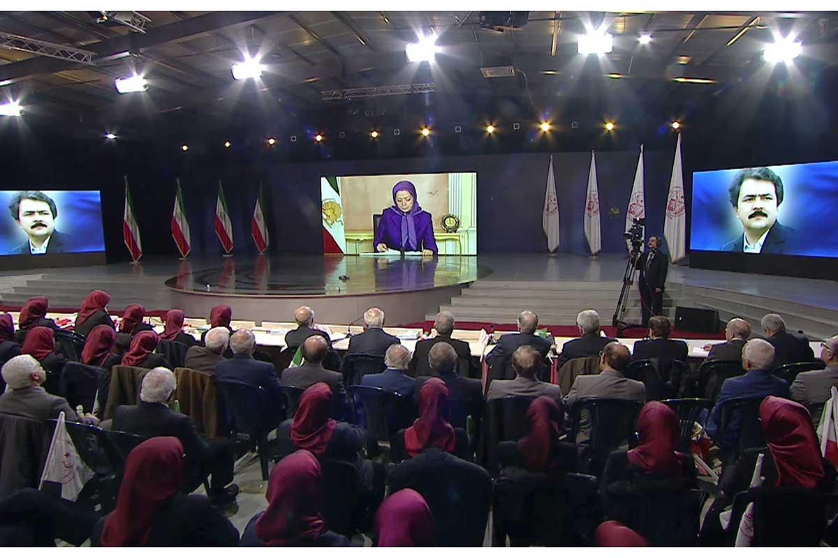 Maryam Radjavi : Le chah a été renversé en 1979, c'est maintenant au tour des mollahs