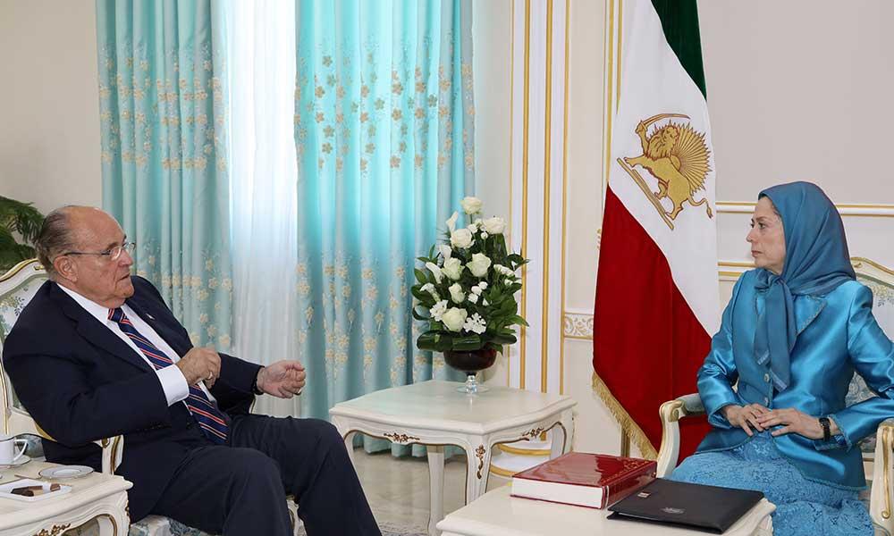 Maryam Rajavi rencontre Rudy Giuliani en Albanie