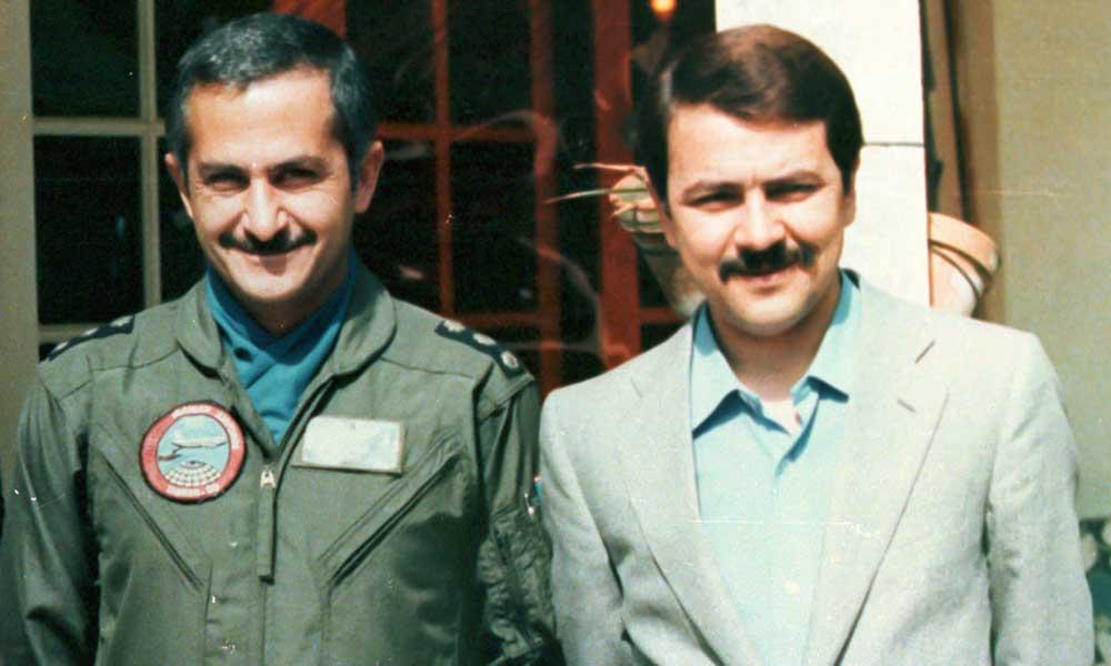 En deuil du colonel Behzad Moezi, pilote héroïque