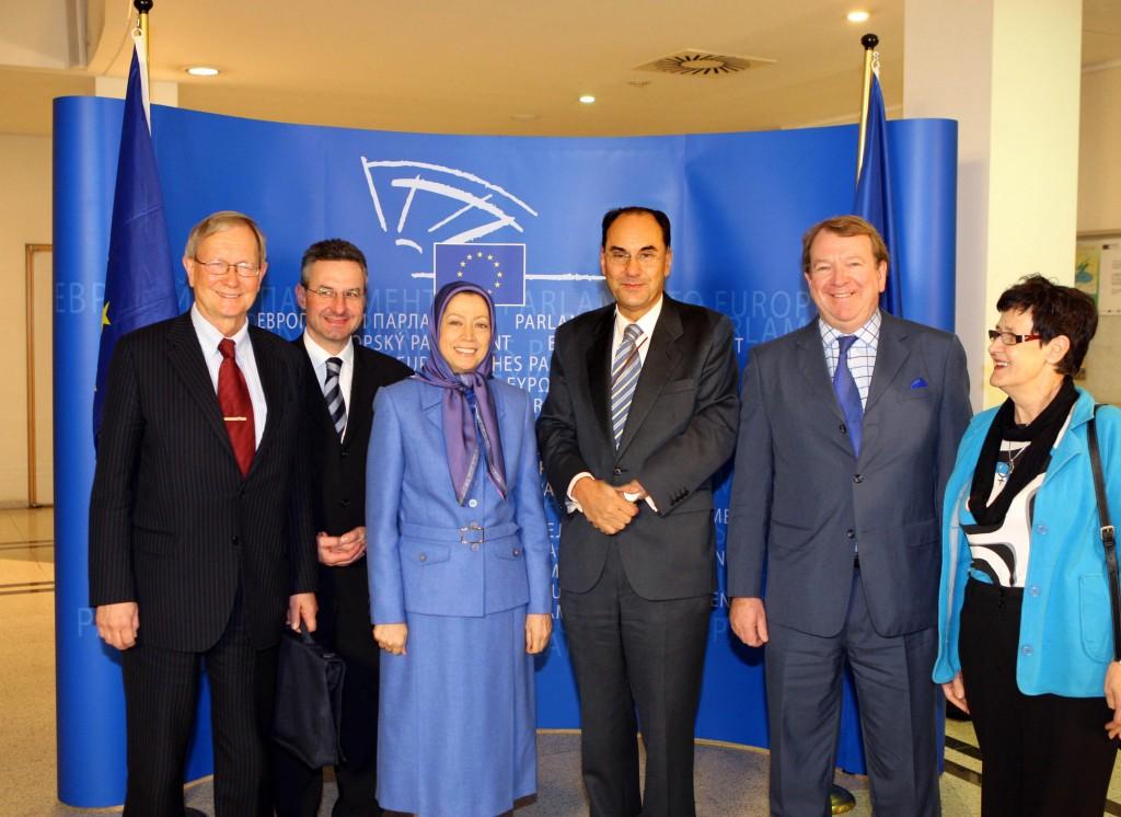 Iran – Des eurodéputés accueillent Mme Radjavi au parlement européen à Bruxelles