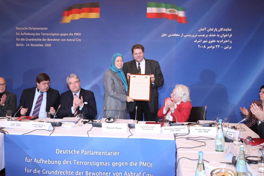 Les parlementaires expriment leur soutien à l'appel de Maryam Radjavi pour un changement démocratiqu
