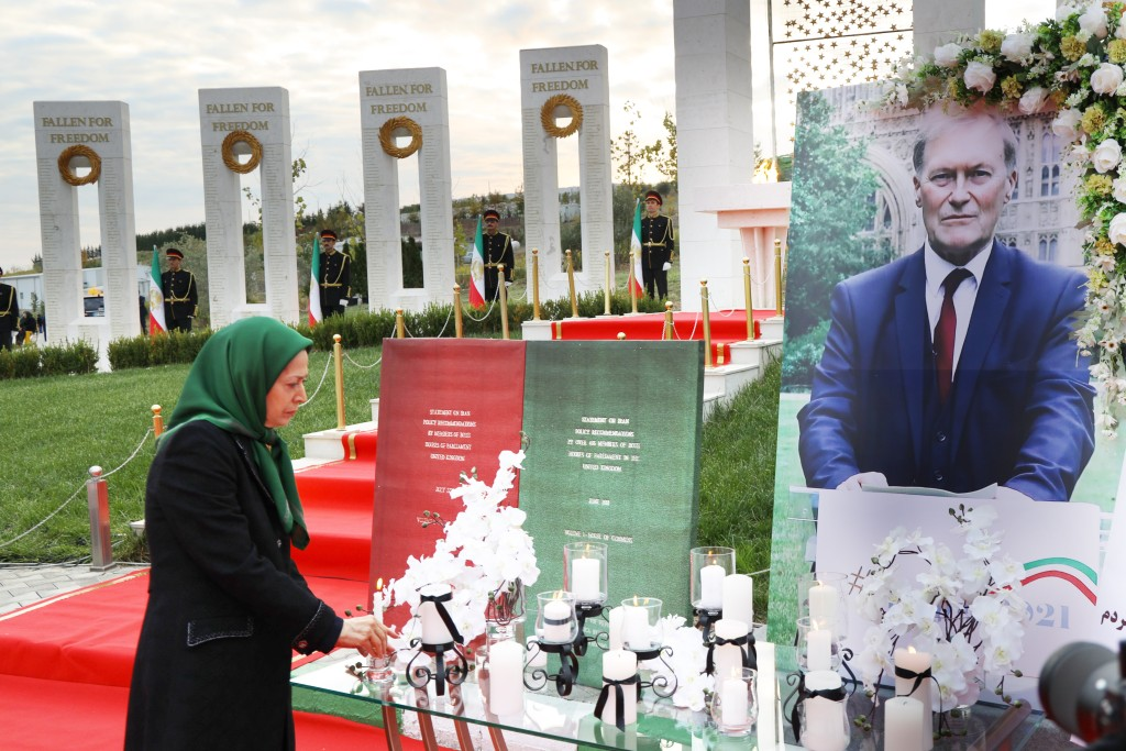Cérémonie d'hommage à Sir David Amess, député britannique et ami de la Résistance iranienne à Achraf-3