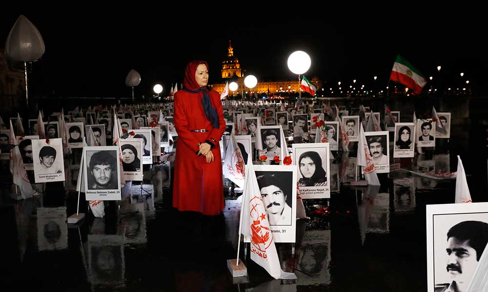 مریم رجوی در نمایشگاه جنایت علیه بشریت در پاریس