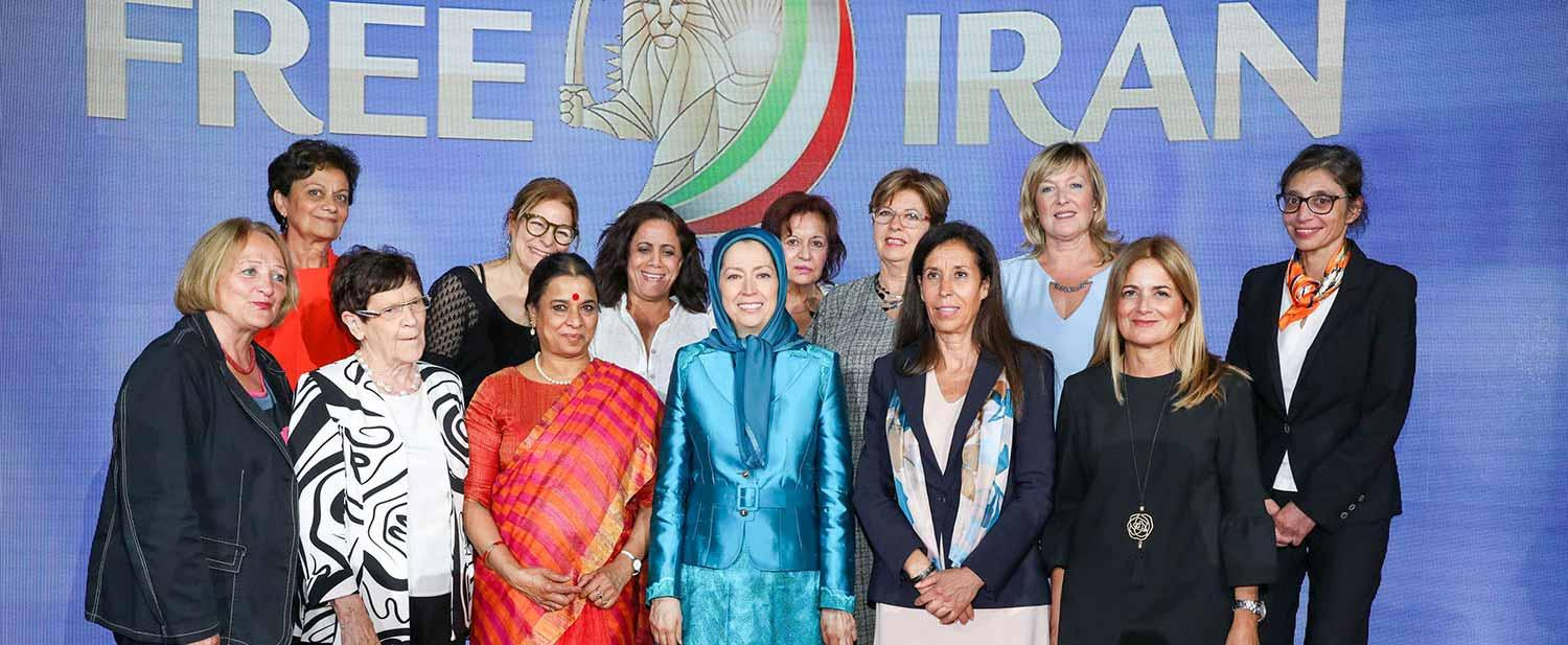 Maryam-Rajavi-with-distinguished-personalities-and-Iranian-Resistance-supporters-Free-Iran-Gathering-Villepinte-July-1-2017-1