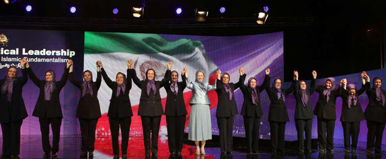 Solid-ranks-of-1000-women-of-Ashraf