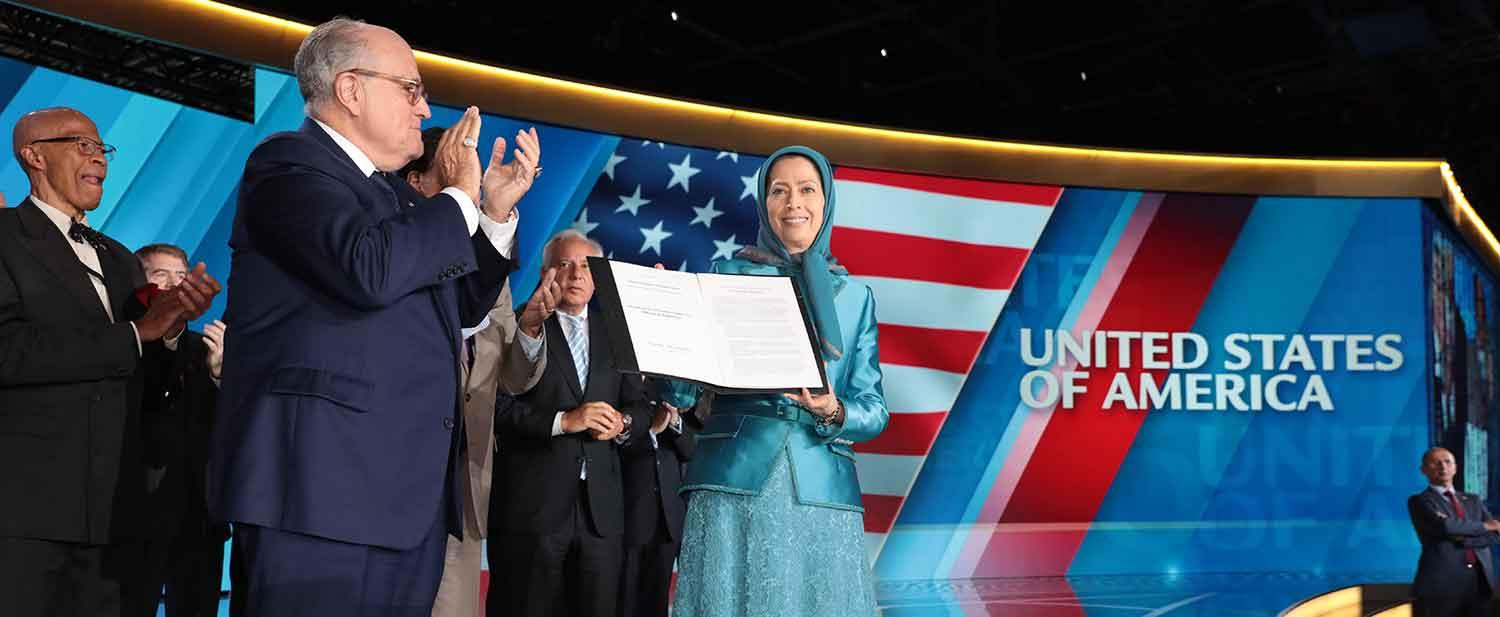 Maryam-Rajavi-at-the-Resistances-Grand-Gathering-in-Paris-8