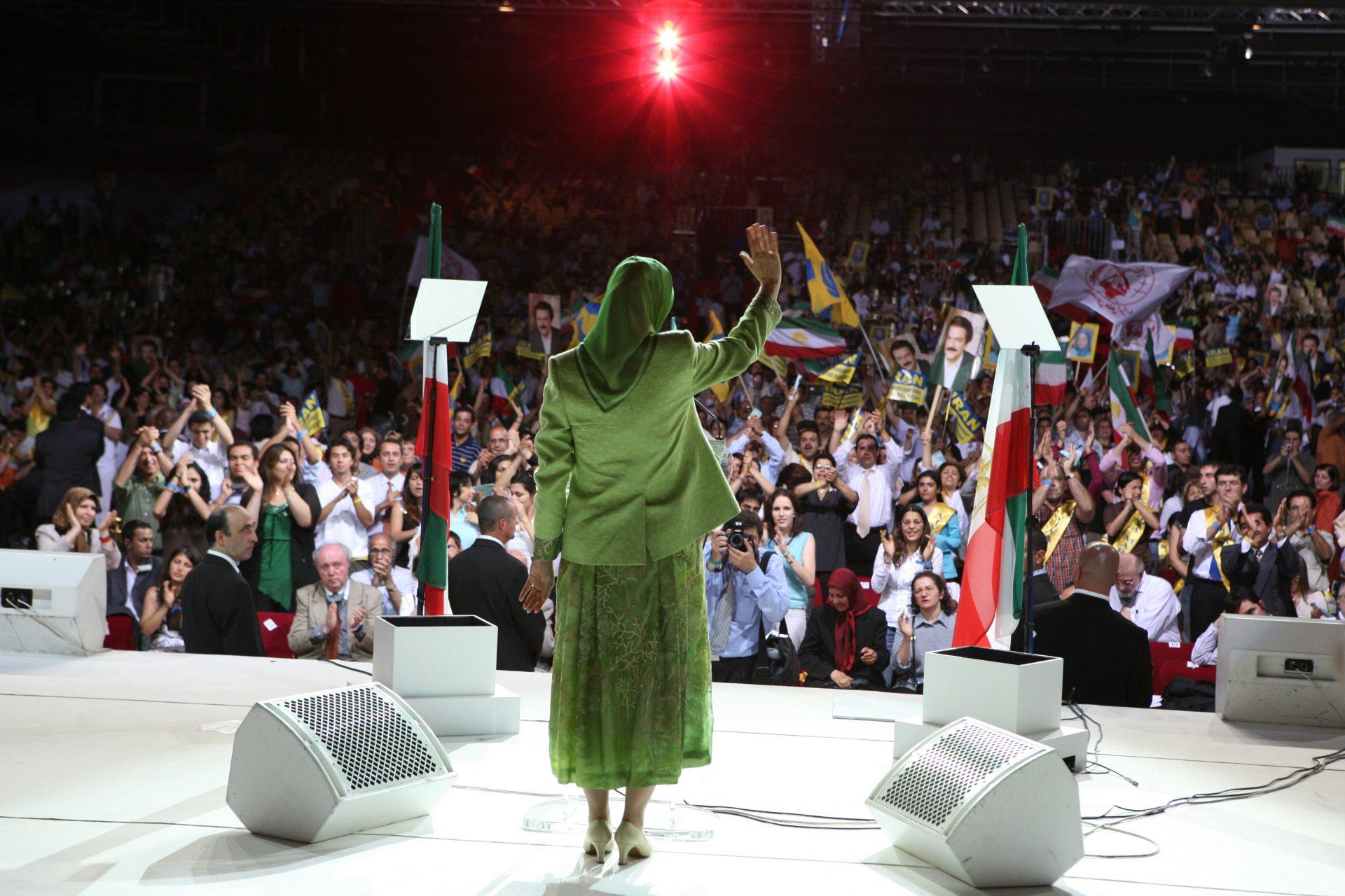 سخنرانی در اجتماع بزرگ ایرانیان - بورژه ـ پاریس