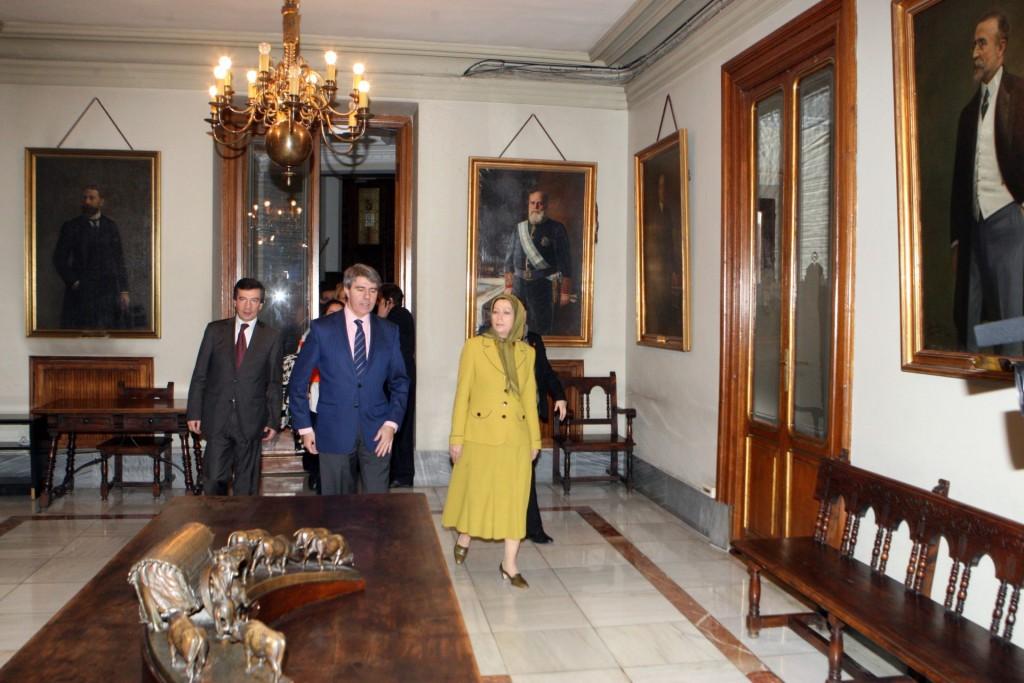 دیدار با رئیس شورای شهر و شهرداریهای مادرید در کاخ باستانی شهرداری مادرید