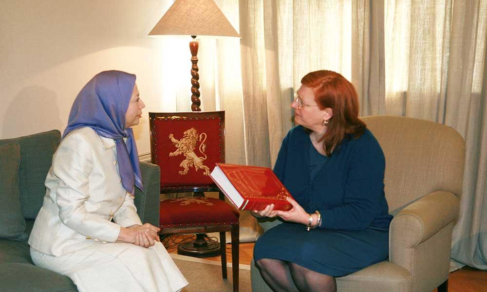 مریم رجوی با رئیس سنای بلژیك دیدار و گفتگو كرد