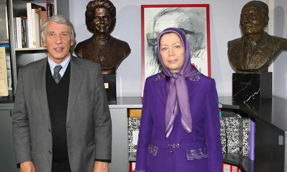 اهدای مجسمه خانم میتران به بنیاد دانیل میتران ـ فرانسه لیبرته