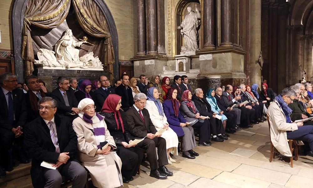 مریم رجوی در مراسـم نيايش میلاد مسيح در كليساي سنت ژرمن دپره در پاریس
