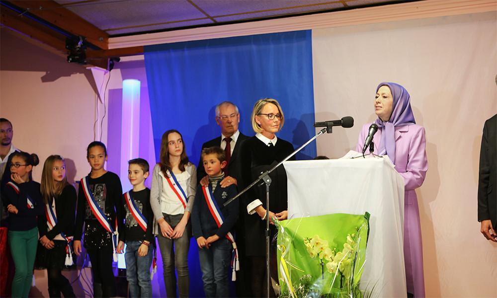 شرکت مریم رجوی در مراسم سال نو میلادی در شهرداری لوپن در نزدیکی پاریس