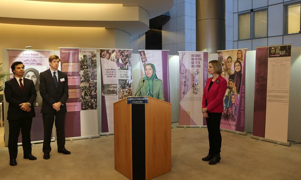 بازدید مریم رجوی از نمایشگاه زنان ایران در پارلمان اروپا