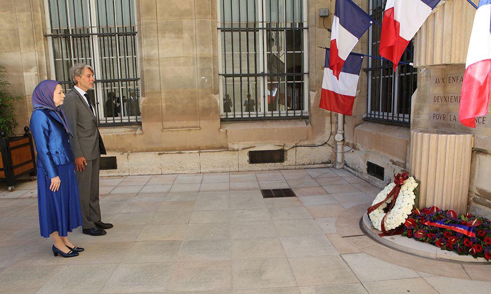 شرکت مریم رجوی در نمایشگاه حقوقبشر در شهرداری منطقه ۲ پاریس