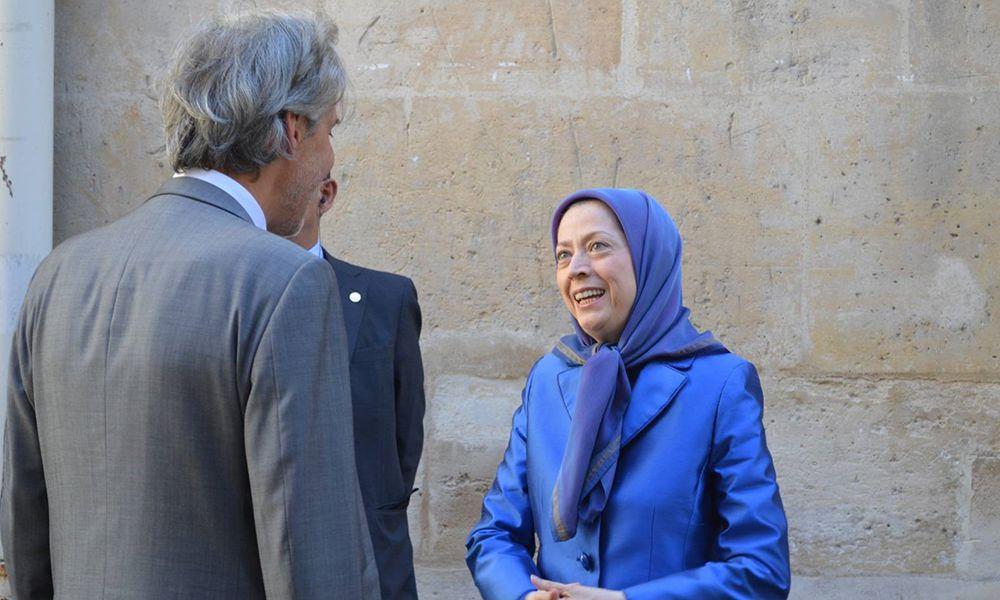 نمایشگاهی در شهرداری منطقه ۲ پاریس در مورد اعدامهای جمعی زندانیانسیاسی در ایران