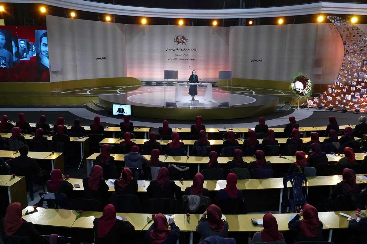 مریم رجوی: شهیدان قیام، خامنهای را به منفورترین دیکتاتور زمانه تبدیل کردند