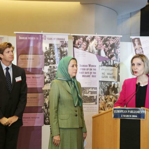 بازدید مریم رجوی از نمایشگاه زنان در پارلمان اروپا به ابتکار خانم بئاتریس بسرا، نماینده پارلمان اروپا از اسپانیا در آستانه روز جهانی زن – ۱۲ اسفند ۱۳۹۴