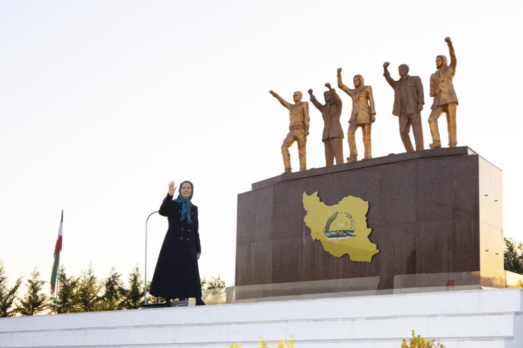 در جشن چهارشنبهسوری به پیشواز سال نو، سال انقلاب و آزادی میرویم