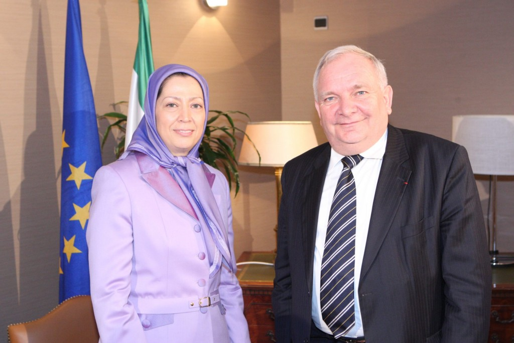 ملاقات رئیس گروه پارلمانی حزب مردم اروپا با مریم رجوی