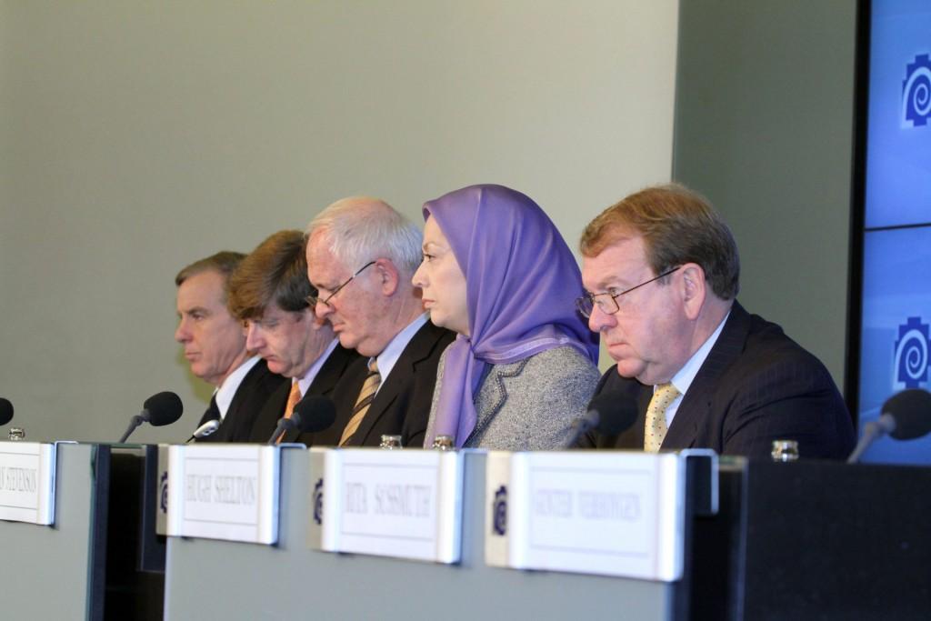 کنفرانس مطبوعاتی در بروکسل