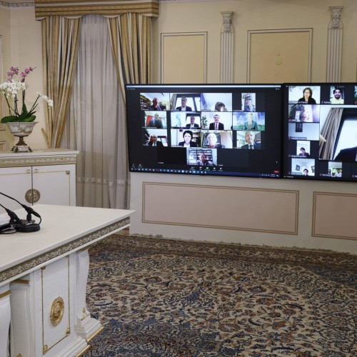 یانیک فاونک نایبرئیس کمیته پارلمانی برای یک ایران دمکراتیک در کنفرانس اینترنتی با حضور نمایندگان و سناتورهای فرانسه