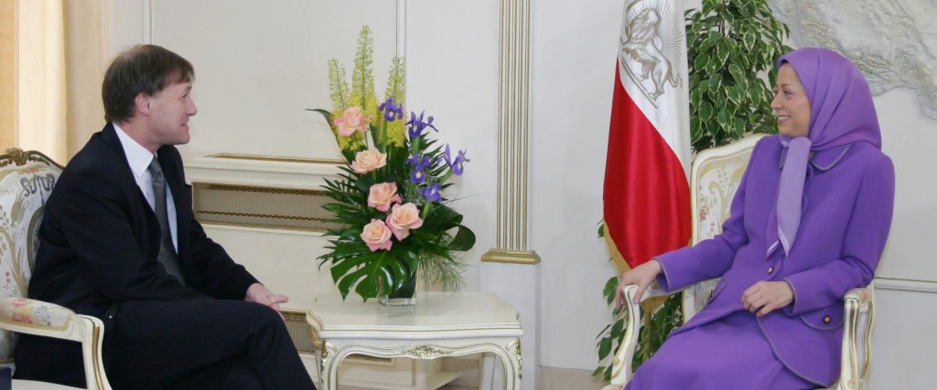 دیوید ایمس مدافع خستگی ناپذیر آزادی و دمکراسی